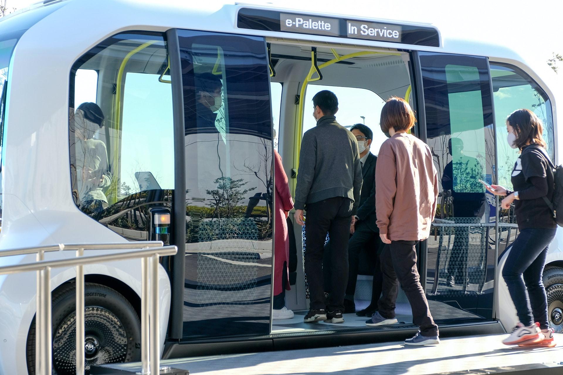Toyota-Elektrofahrzeug-Autonom-E-Palette-Passagiere