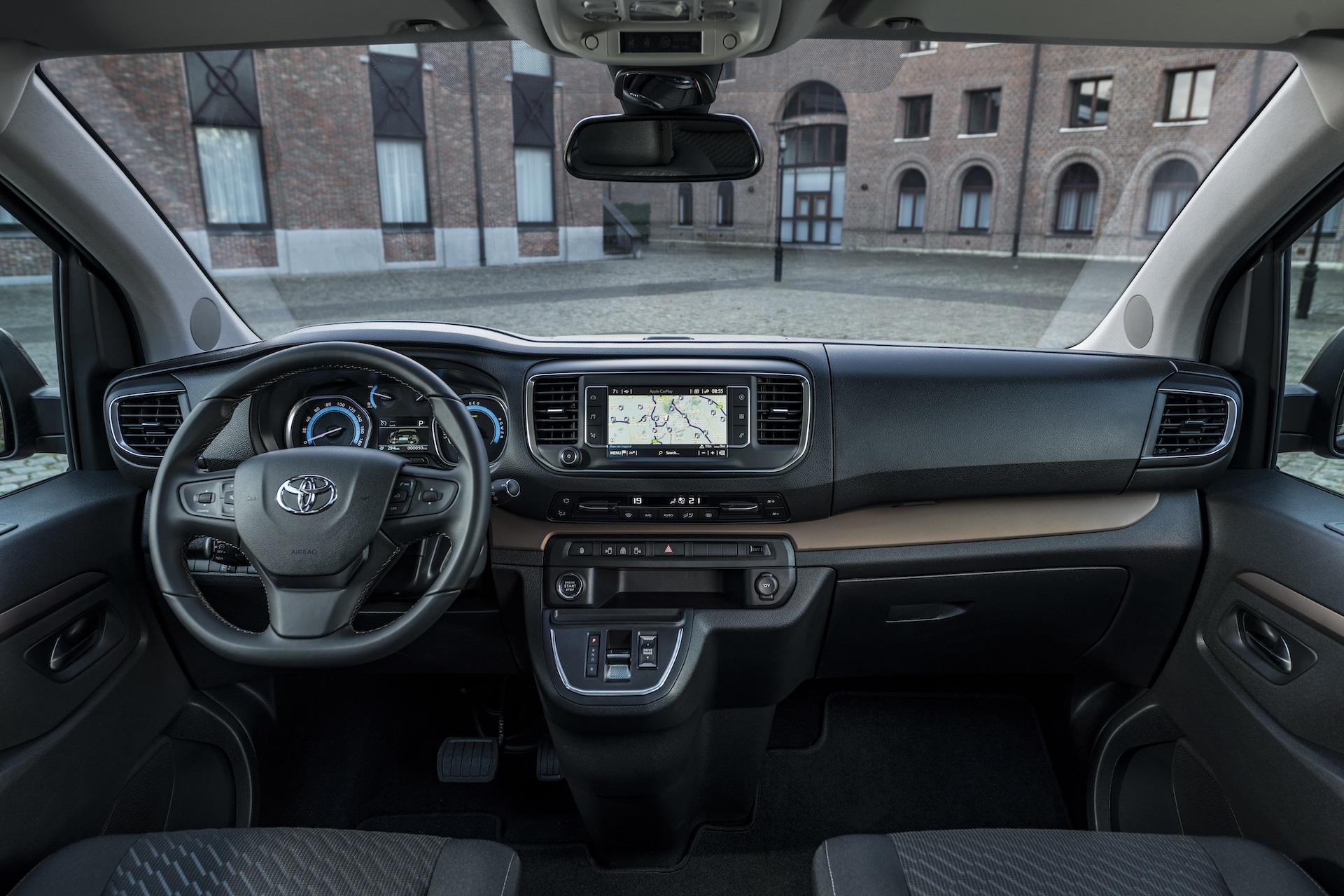 Toyota-Proace-Elektroauto-Cockpit