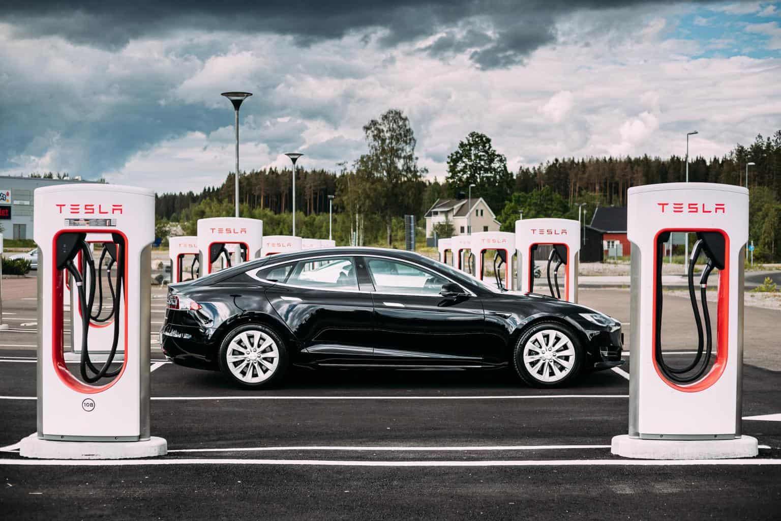 """Tesla-Chef Musk will """"Supercharger anderen Elektroautos zugänglich"""" machen"""