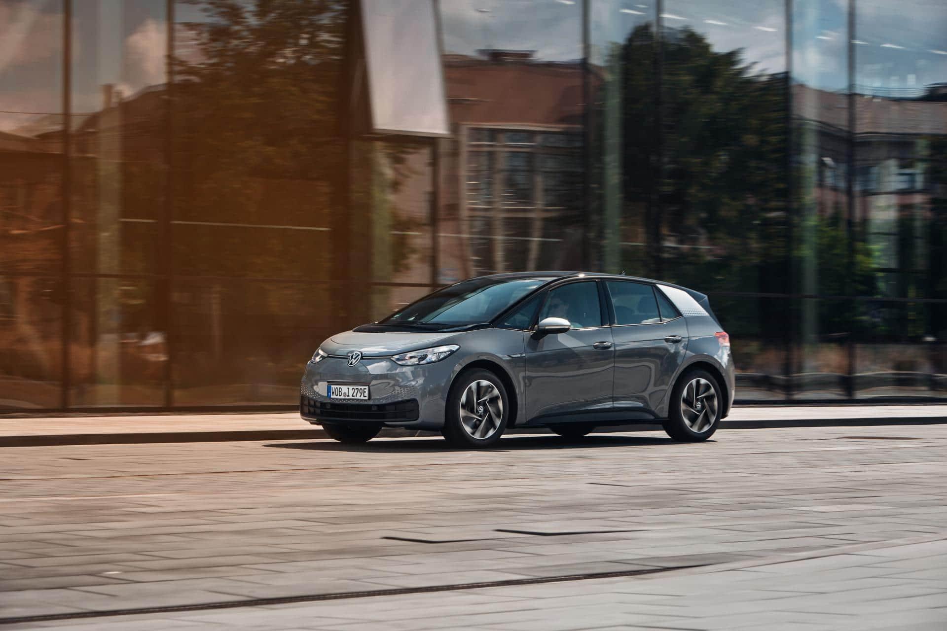 Europas E-Automarkt: Renault ZOE zeigt sich vom VW ID.3 unbeeindruckt