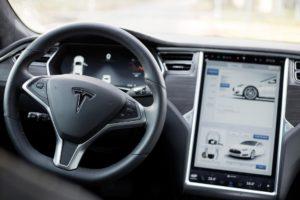 Tesla arbeitet an der Integration von Apple und Amazon Music