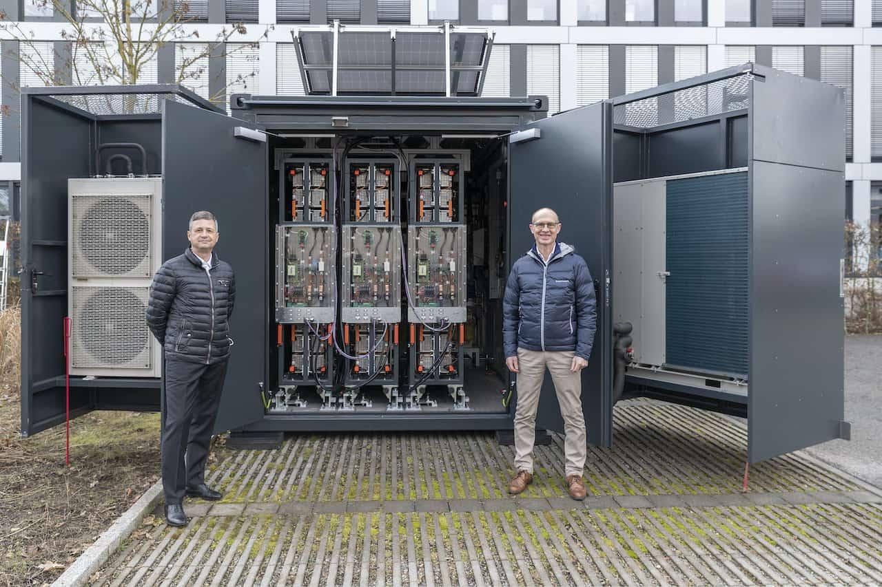 Bayernwerk-Second-Life-Containerspeicher-Elektroauto-Akkus