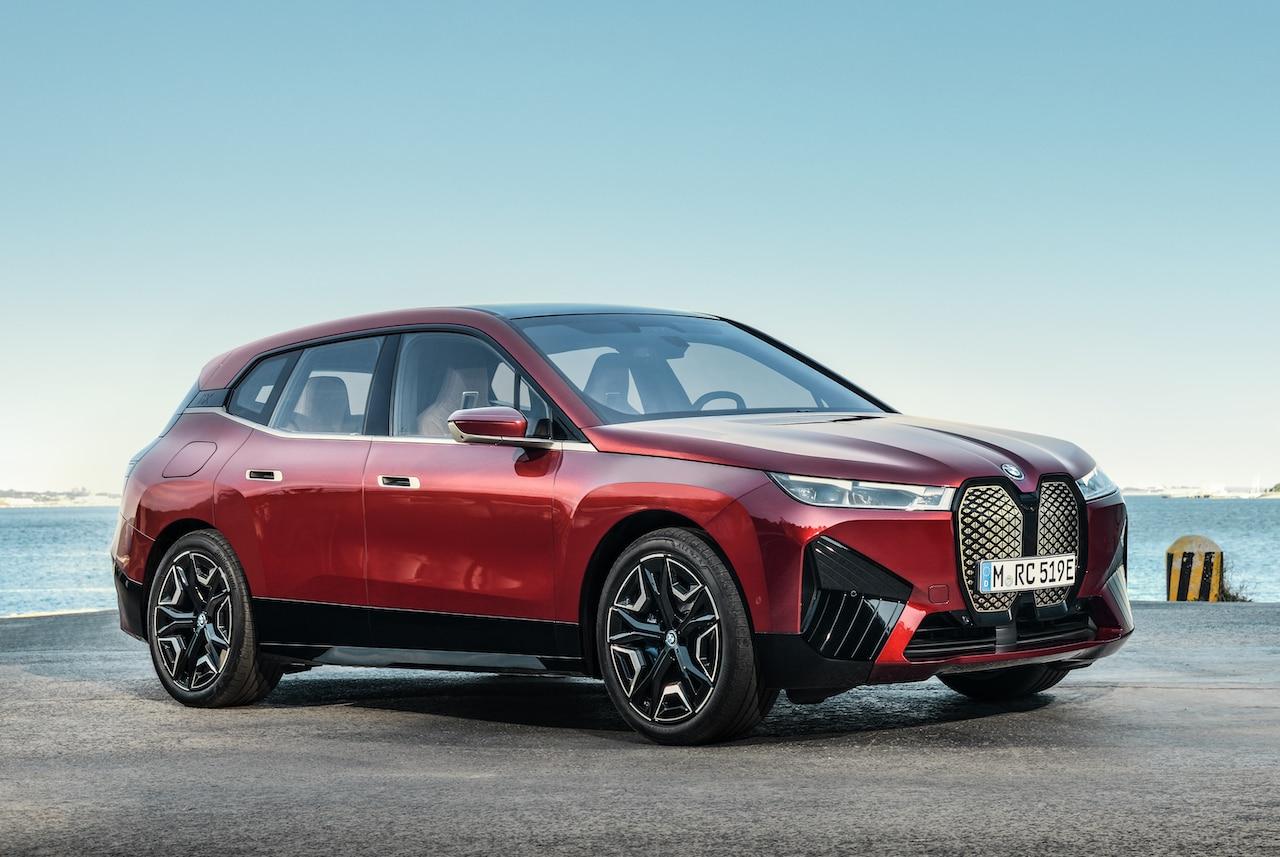 BMW-Elektroauto-iX-Rot-Teaser