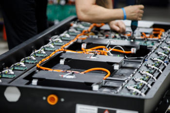 Lion-Electric-Kanada-Batteriefabrik
