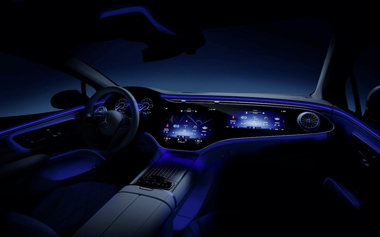 Mercedes-Elektroauto-EQS-Cockpit-Nacht