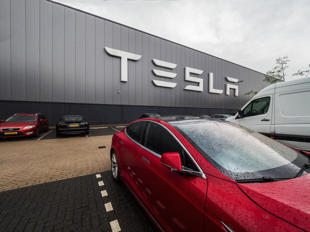 Macht Tesla sein Werk in Tilburg dicht?