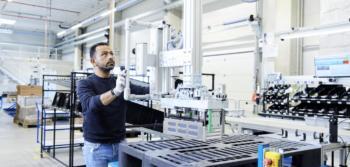 Akasol sichert sich millionenschweren Deal für Elektrobus-Batterien
