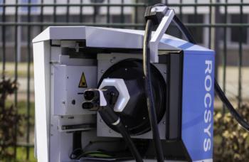 Roboter soll Brummis den Power-Strom bringen