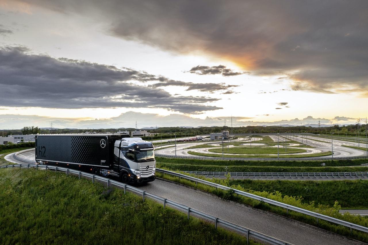 Daimler-Mercedes-Benz-Wasserstoff-Brennstoffzelle-LKW