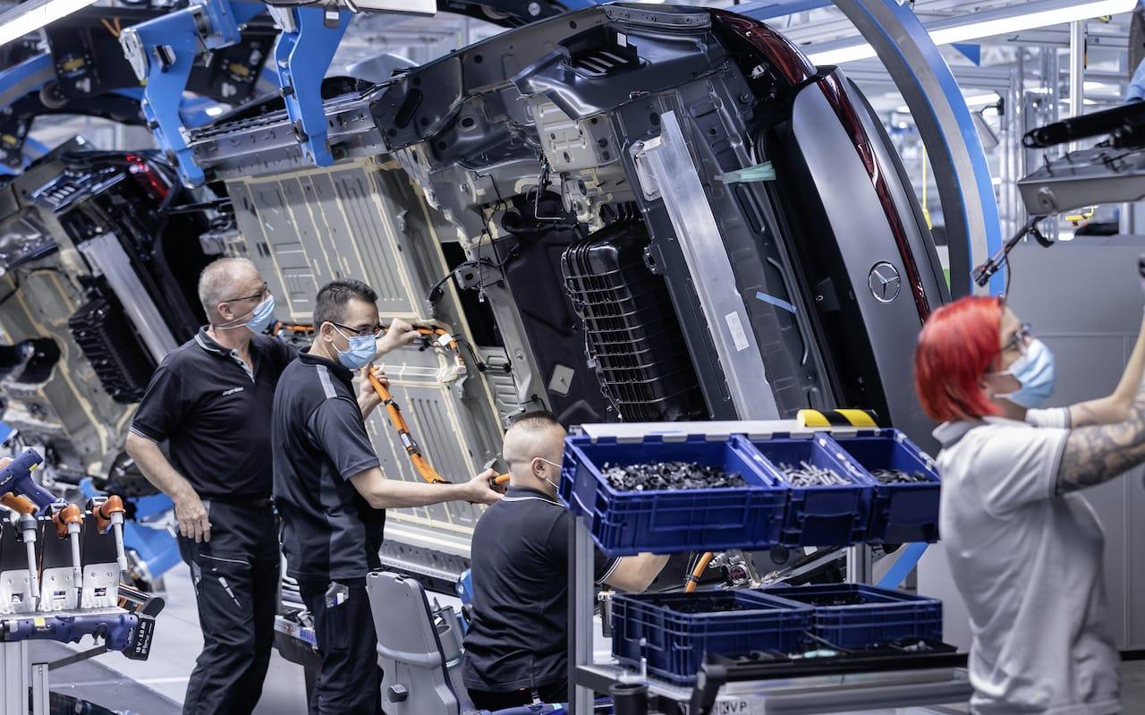 Mercedes-Benz-EQS-Produktion-Hochzeit