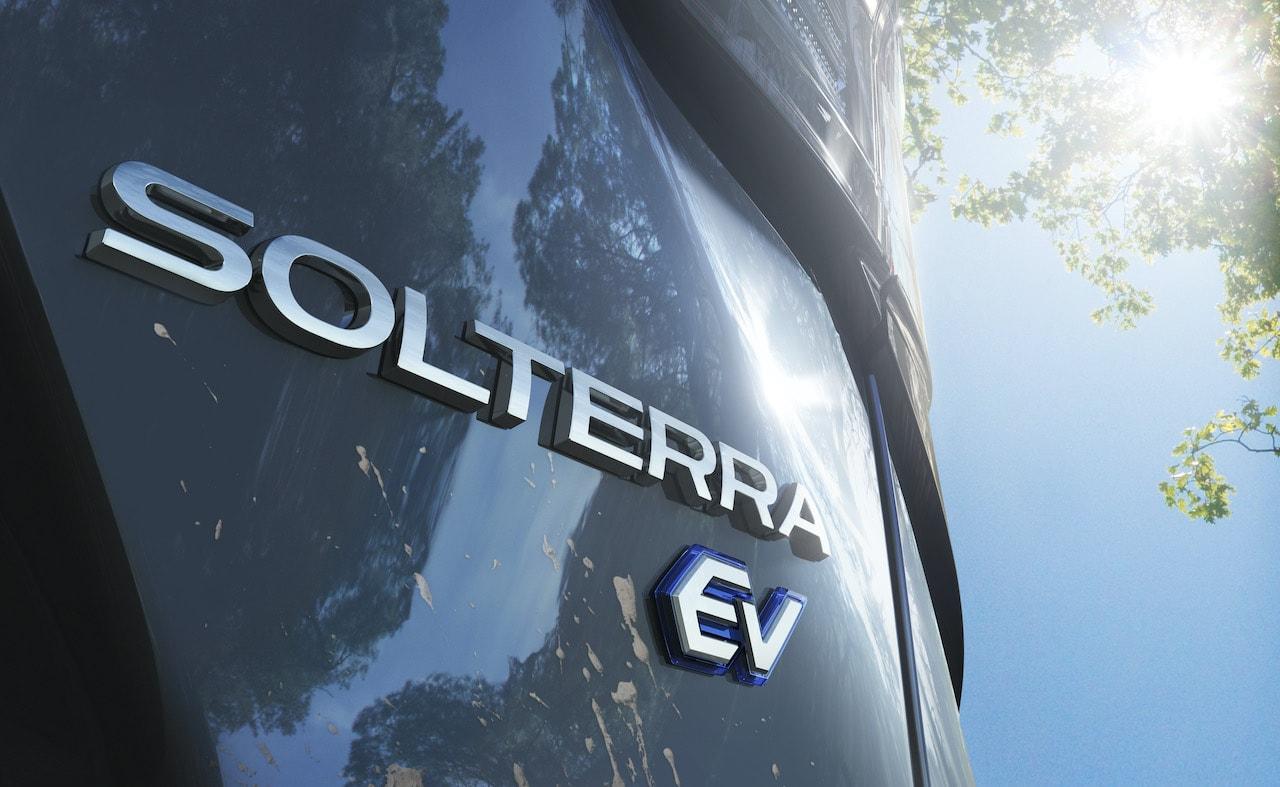 Subaru-Elektroauto-SUV-Solterra-Schriftzug