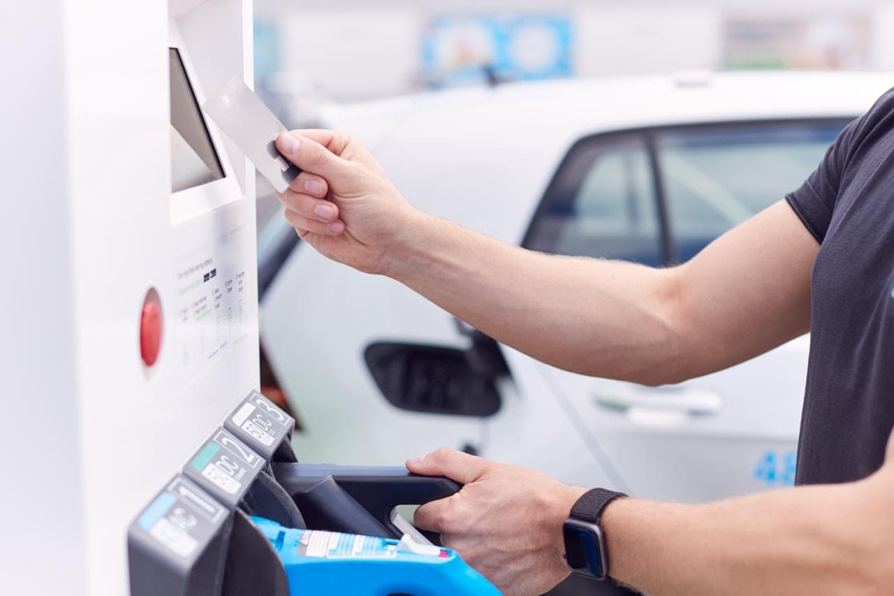 Öffentliche Ladesäulen müssen ab 2023 Kreditkartenterminal haben