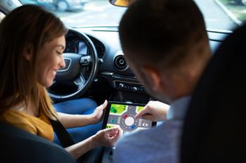 TÜV gibt vier neue E-Autos für Fahrschulen frei