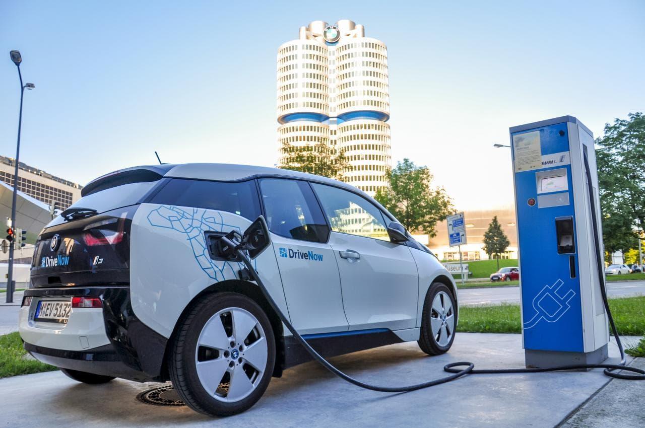 Warum die deutschen Autohersteller jetzt bei Elektroautos aufholen