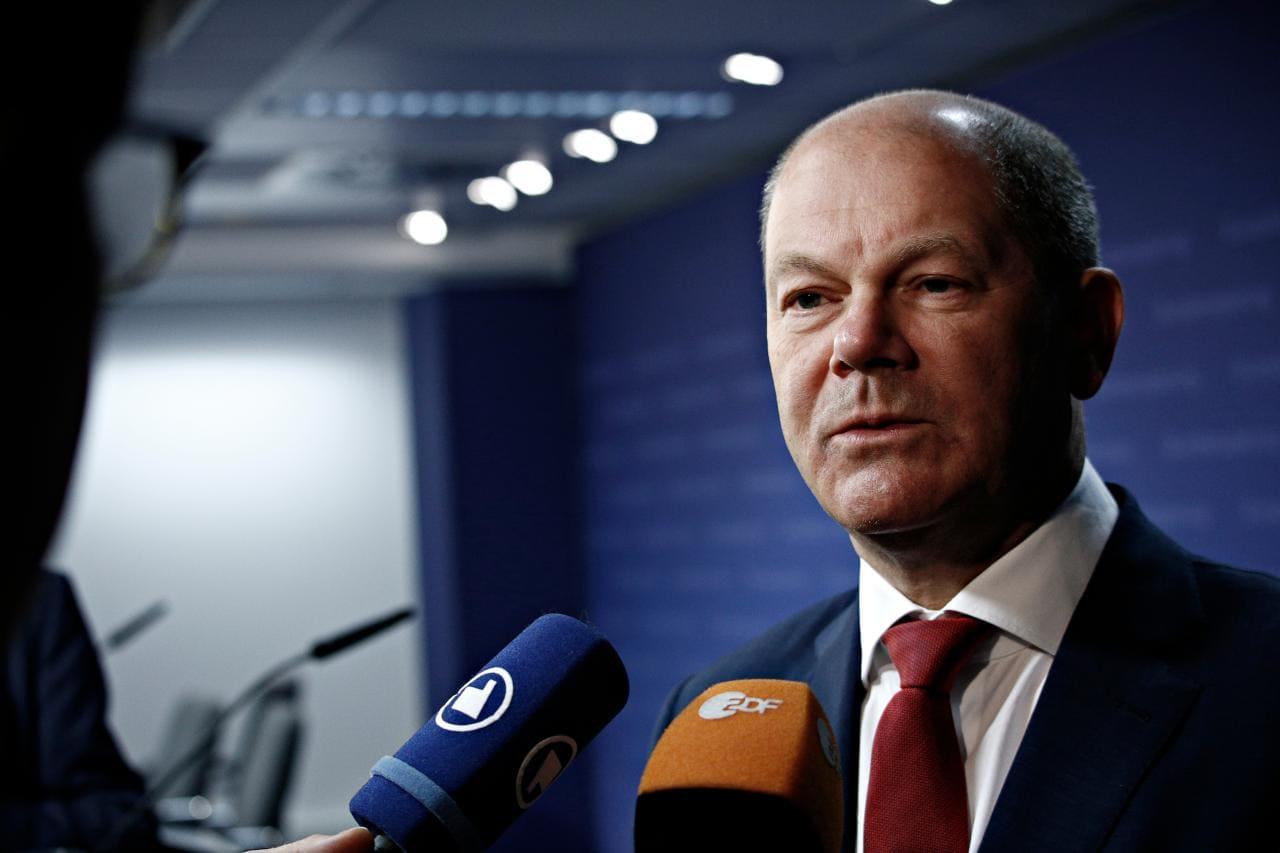 Kanzlerkandidat Scholz fordert E-Auto- und Batterieproduktion im Osten