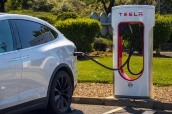 Gerüchte um Tesla Supercharger V4 mit 350 kW Ladeleistung