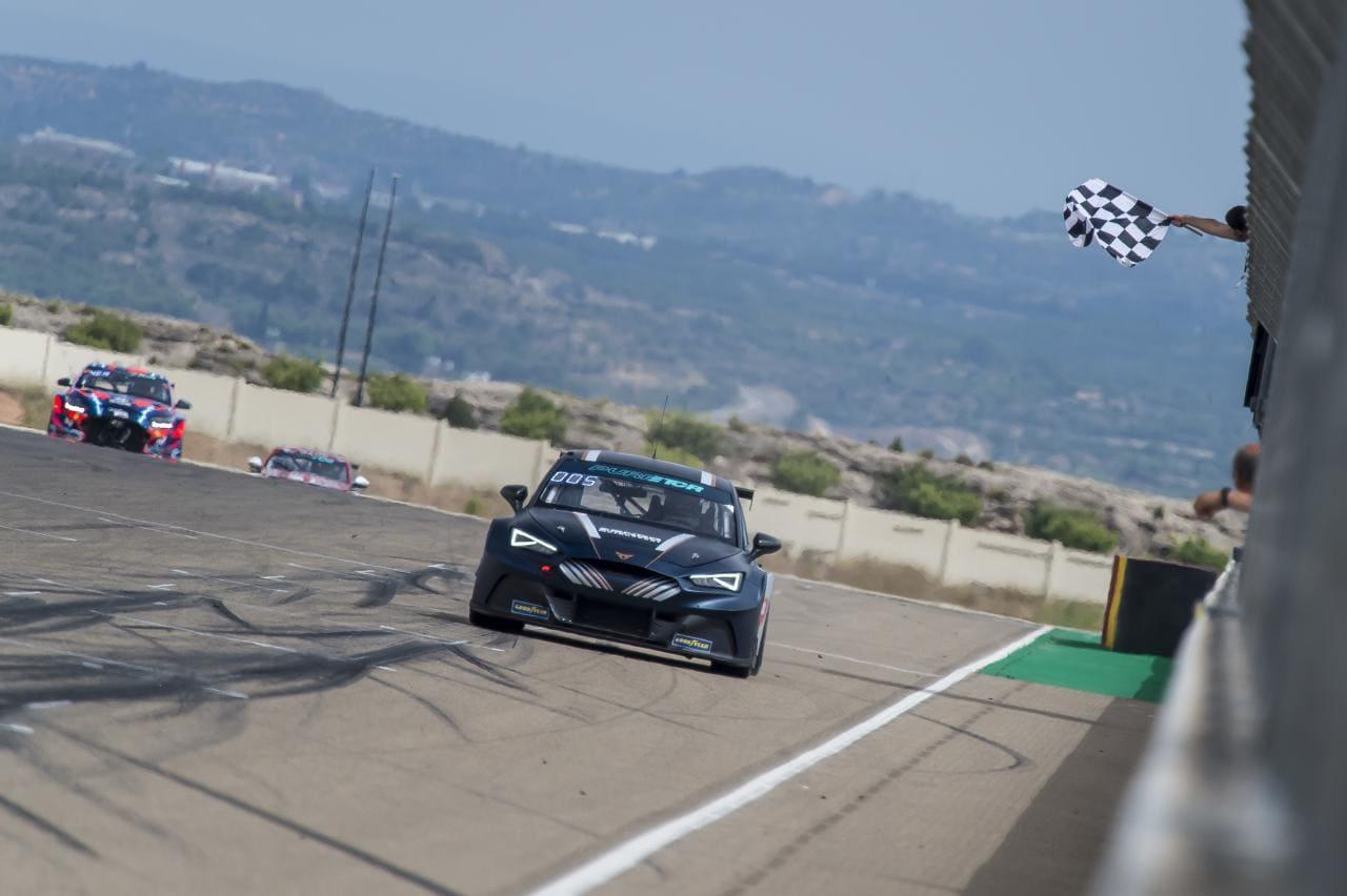 """Cupra e-Racer dominiert in der Rennserie """"Pure ETCR"""""""