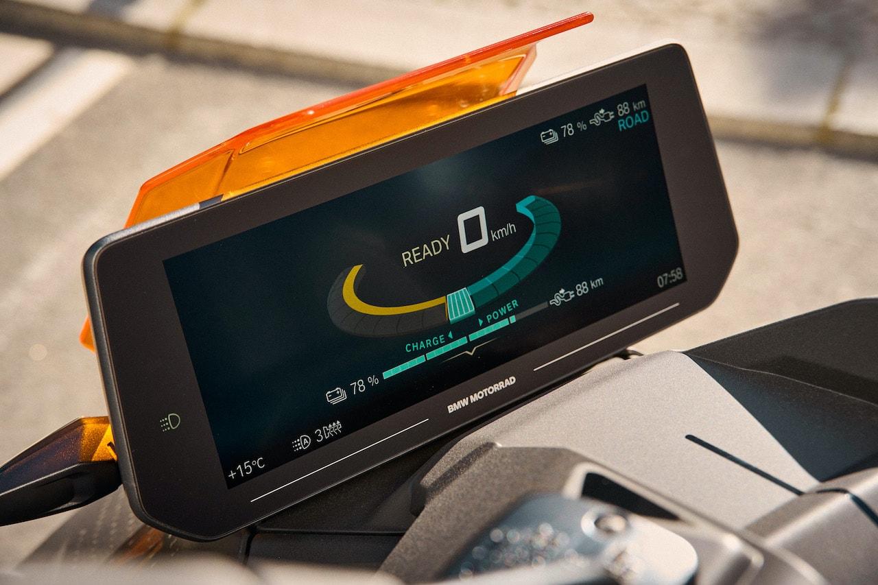 BMW-Motorrad-Elektro-Scooter-CE-04-Display
