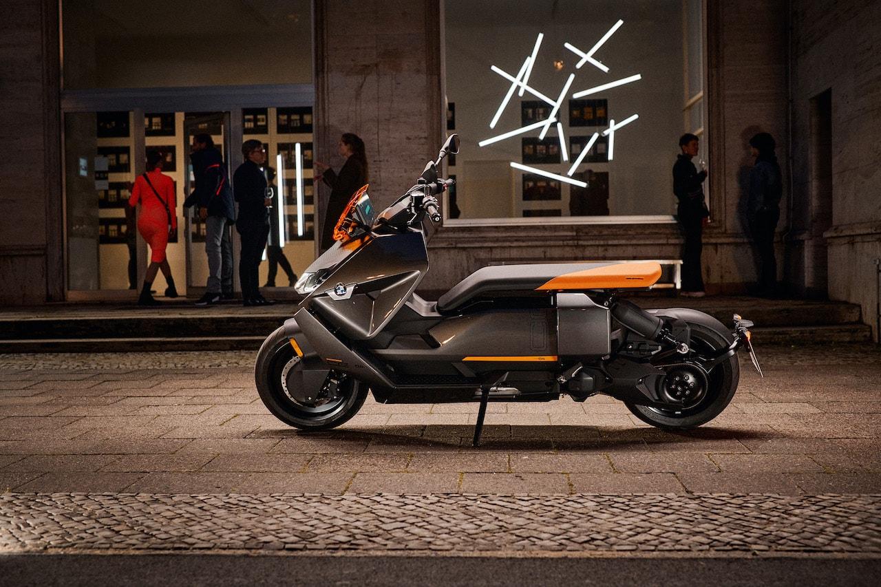 BMW-Motorrad-Elektro-Scooter-CE-04-Seite