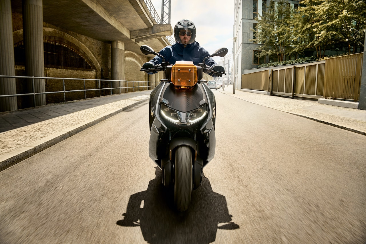 BMW-Motorrad-Elektro-Scooter-CE-04-Vorne
