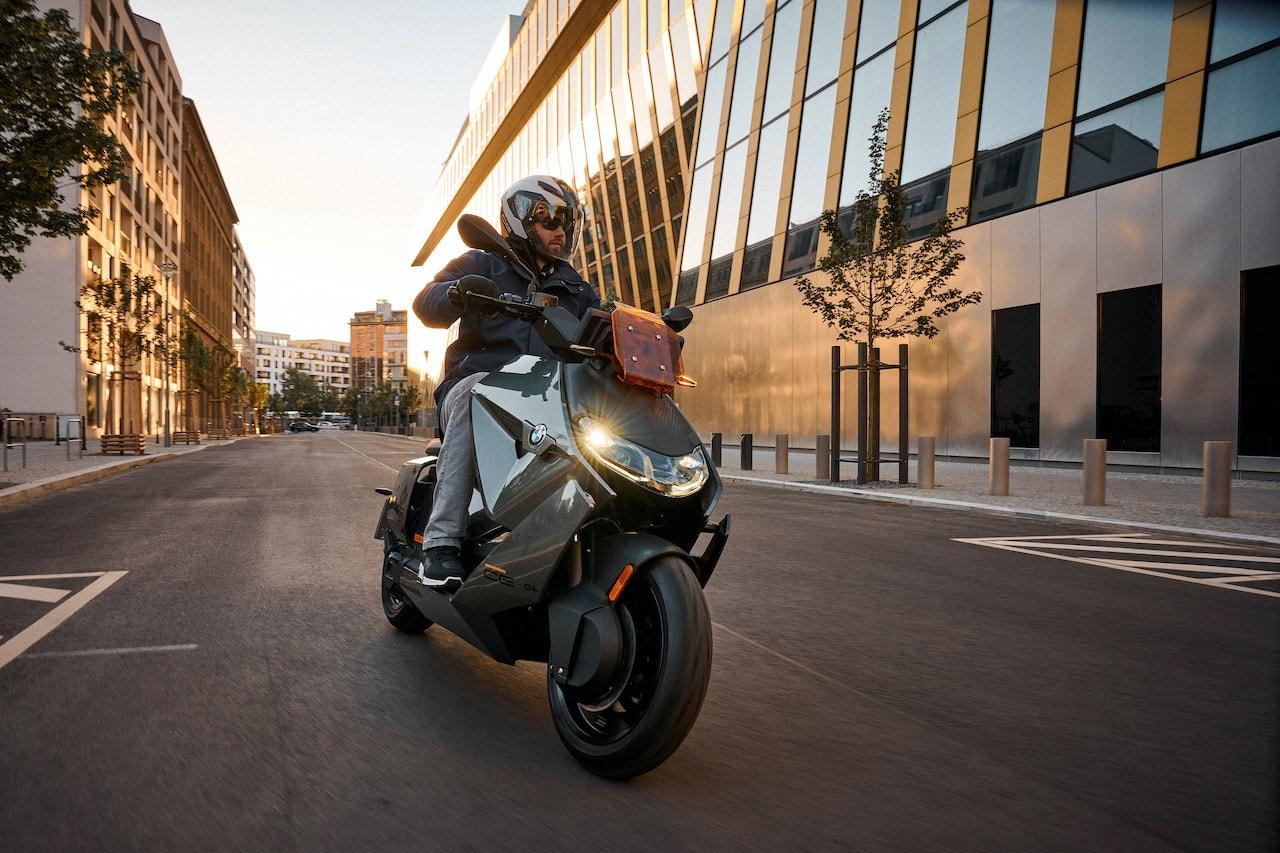 BMW-Motorrad-Elektro-Scooter-CE-04