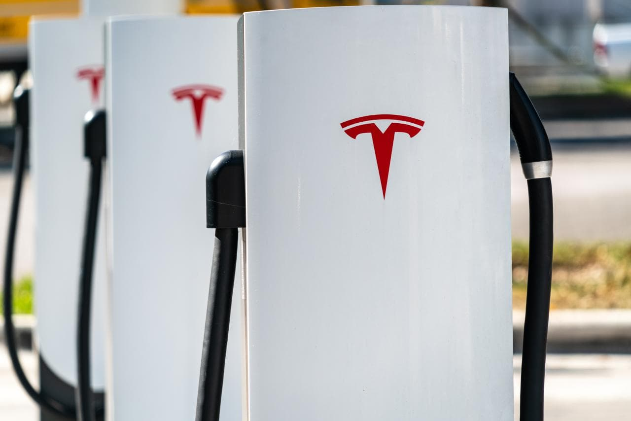 So wirst du künftig am Tesla Supercharger dein E-Auto laden können