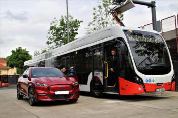 KVB, RheinEnergie und Ford nehmen innovative Ladeinfrastruktur in Betrieb