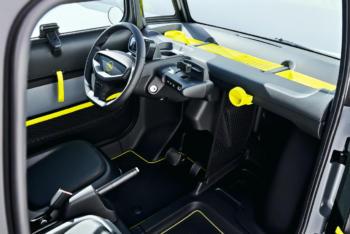Opel-Rocks-e-Leichtkraftfahrzeug-Elektroauto-Innenraum