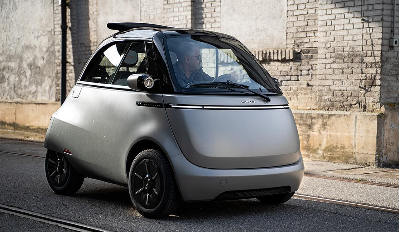 Nachhaltigkeit: Microlino wiegt mit Fahrer & Gepäck weniger als Akku eines E-SUV