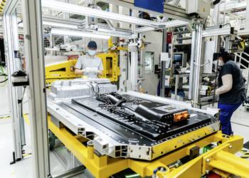 Mercedes-Benz beteiligt sich an ACC und baut europäischen Batterie-Giganten aus