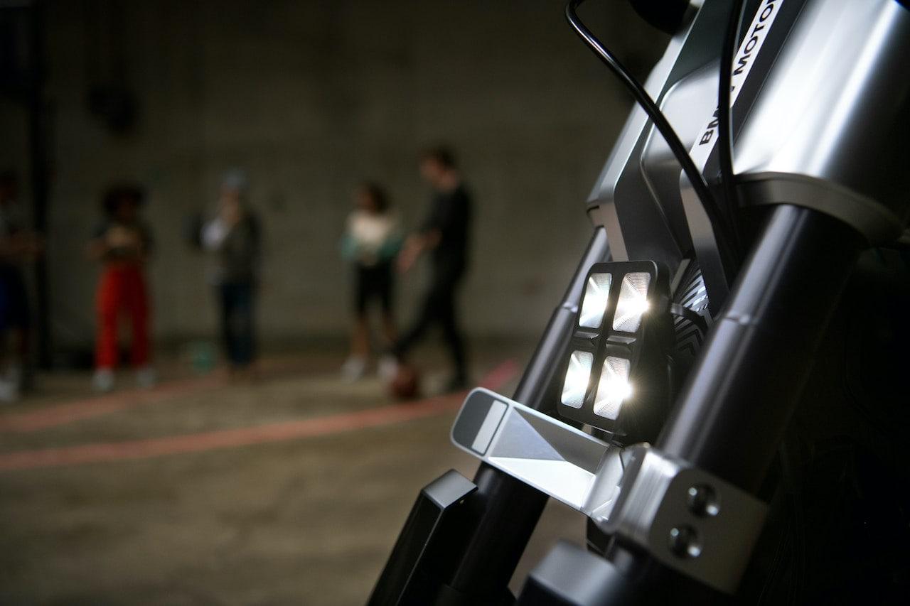 BMW-Elektro-Motorrad-Concept-02-Licht