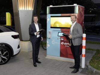 E.ON & VW bringen Plug & Play Schnellladesäule mit 150 kW an den Start