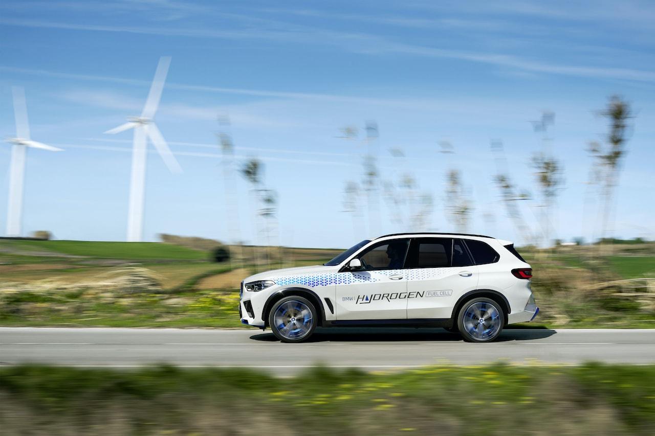 """""""Wasserstoff als zusätzliche Option"""": BMW treibt die Brennstoffzellen-Technologie entschlossen voran"""