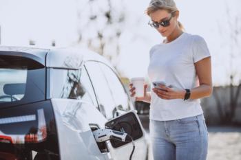 Mit jedem E-Auto sinkt die Nachfrage nach Sprit
