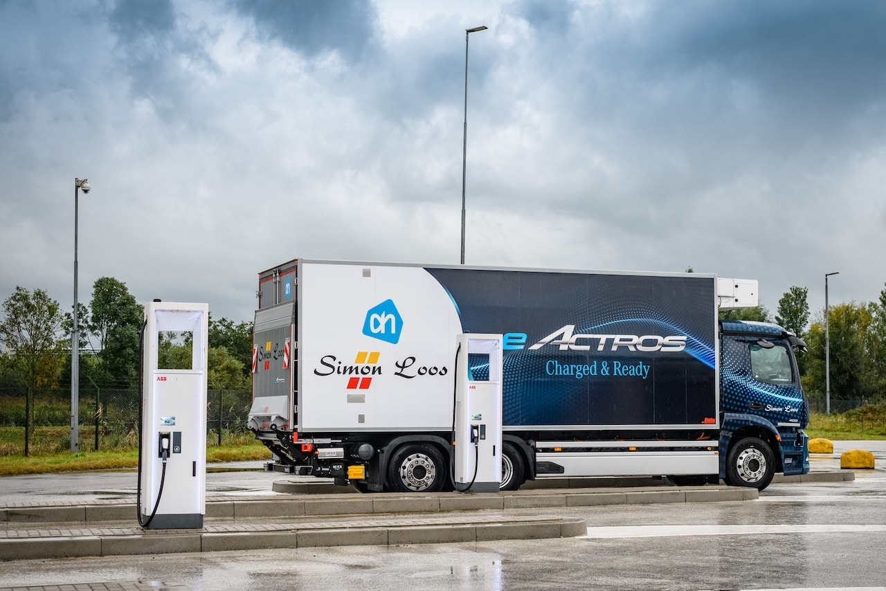 Camión eléctrico Mercedes eActros refrigerated box