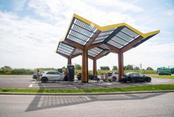 elvah ermöglicht Flatrade-Laden an Fastned-Stationen